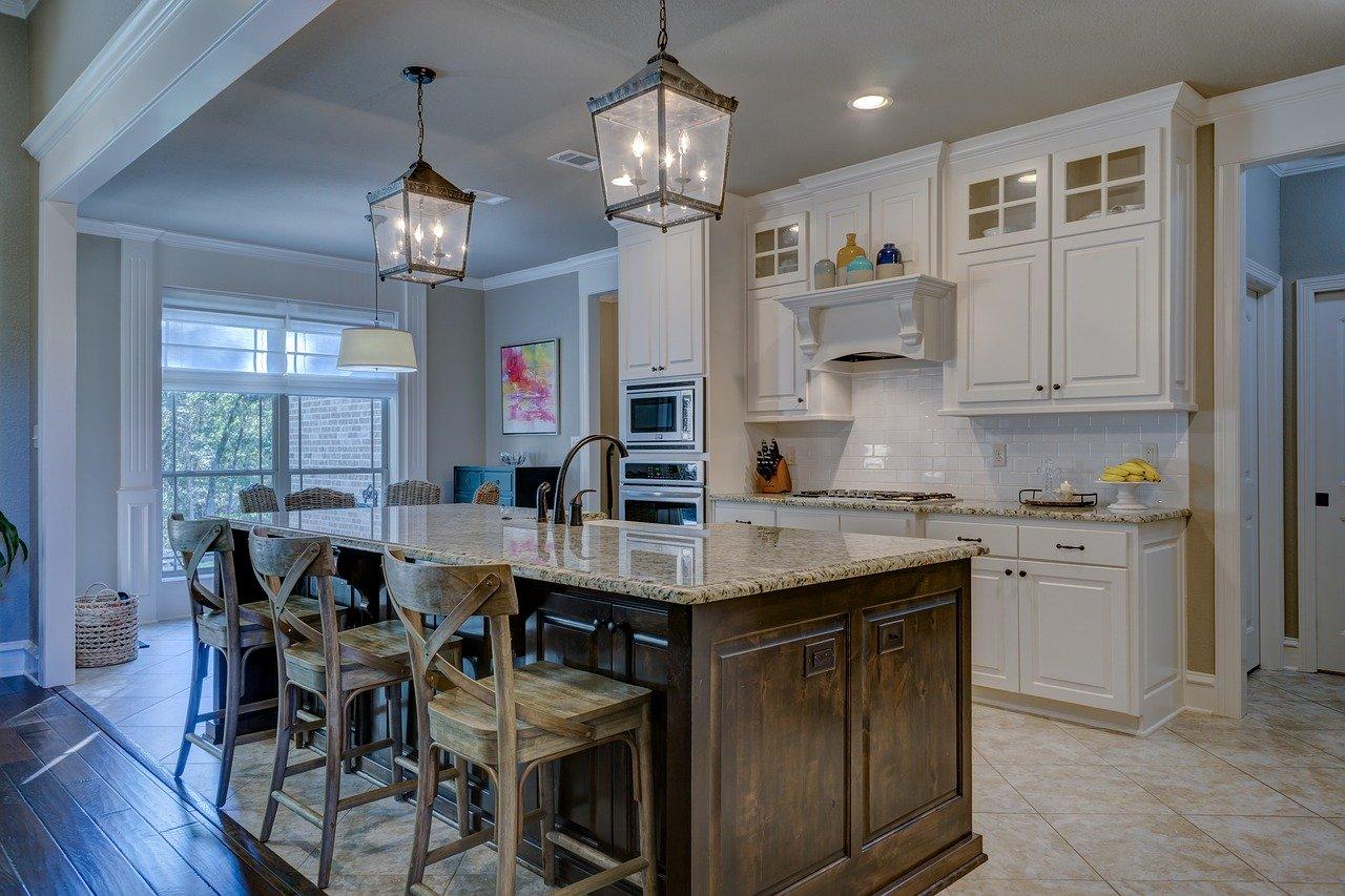 Jakie oświetlenie do małej kuchni czyi jak oświetlić małą kuchnię?